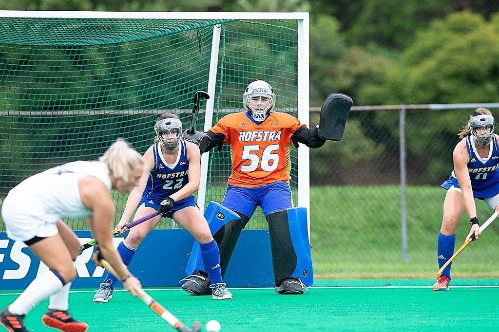 Betty Bosma, blog #1 – Field Hockey of toch American Football?