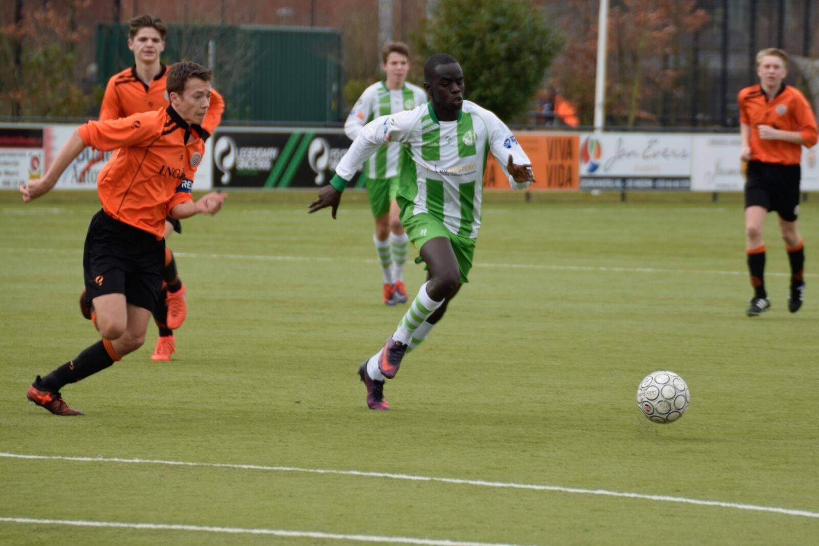 Stephen Akot heeft zijn 1e doelpunt te pakken!